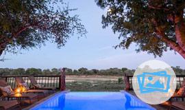 Swimming pool at Umkumbe Safari Lodge